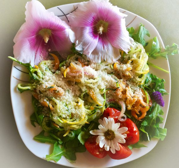Zucchini-Rettich-Möhren-Nudeln