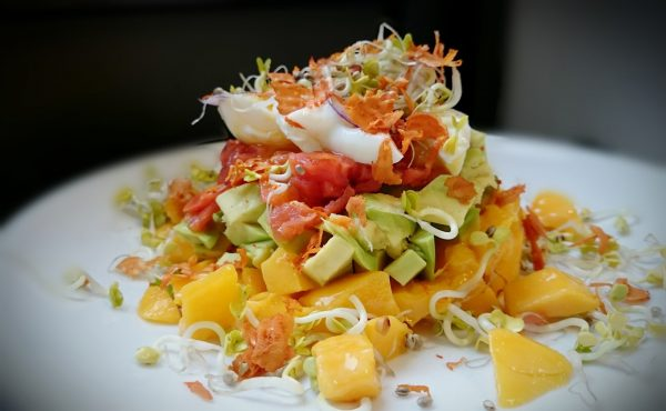 Mango-Avocado-Lachs-Ei-Türmchen