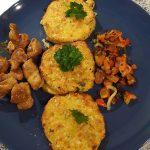 Blumenkohlrösti mit Paprika-Zwiebel-Gemüse und Curry-Putengeschnetzeltes